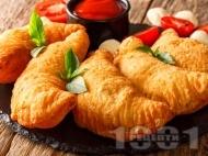 Панцероти - пържени пици калцоне с готово тесто и плънка от гъби, шунка и кашкавал